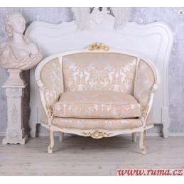 Elegantní křeslo v luxusní...