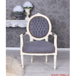 Židle v šedé barvě