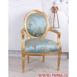 Židle v světle modré barvě