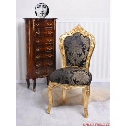 Židle v černé barvě