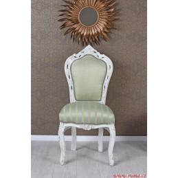 Židle v zelené barvě